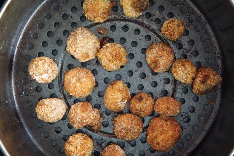 cooked breaded mushrooms in air fryer